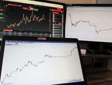 Immagine Analisi Fondamentale: le Differenze tra Valute, Azioni e Materie Prime